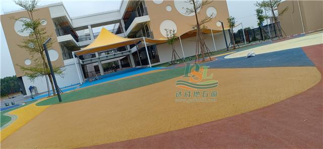 黄冈小学初中部彩色透水混凝土