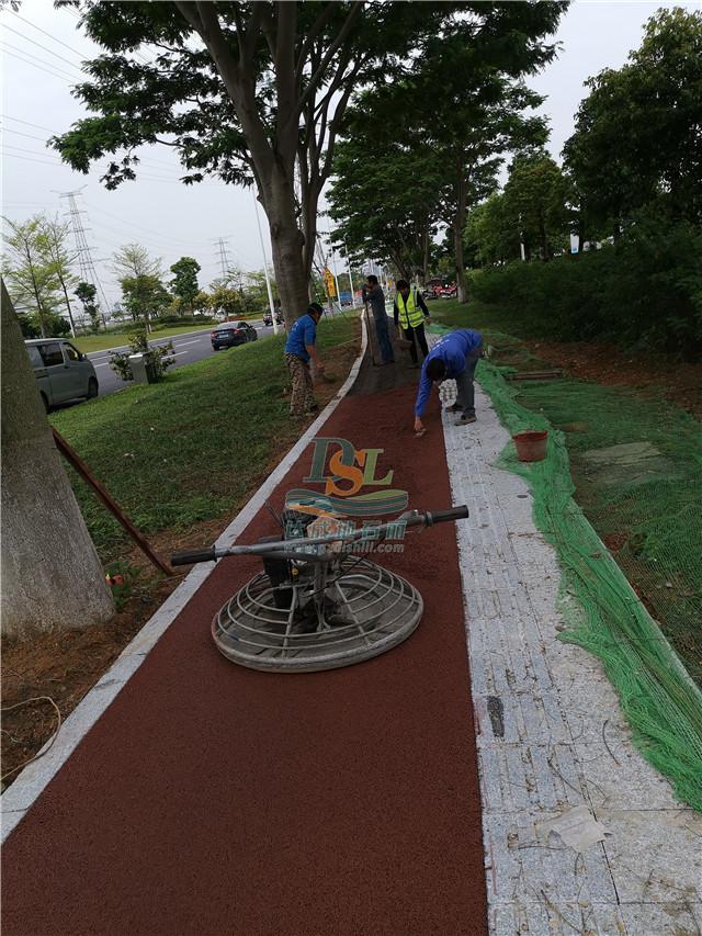 增城区创业路红色透水混凝土地坪
