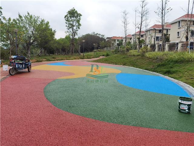 增城荔城街道路绿化彩色透水混凝土地坪