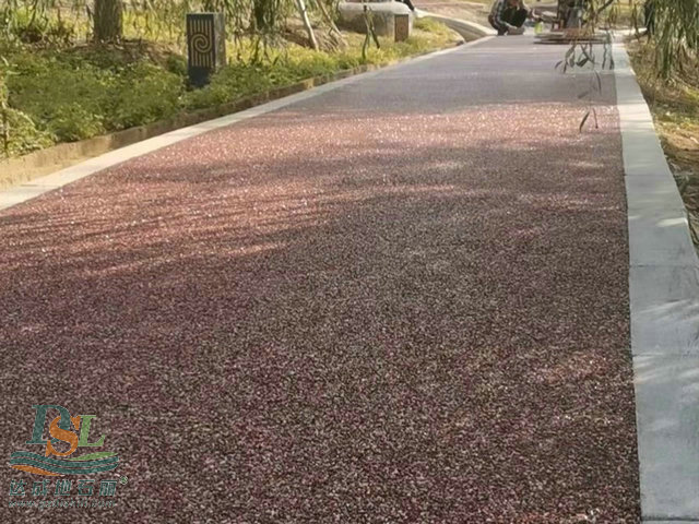 胶粘石道路